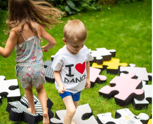 poduszki w kształcie puzzla do ogrodu