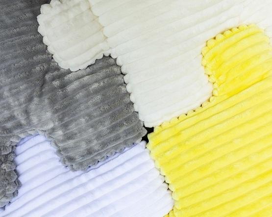 kolorowe poduszki minky