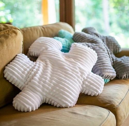 poduszki do salonu biała szara turkusowa