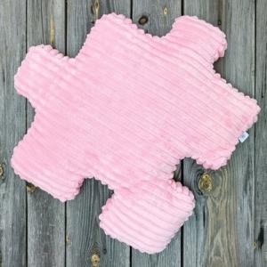 różowa poduszka do pokoju dziewczynki