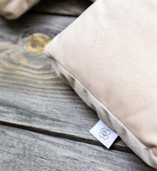dekoracyjna poduszka jasna do salonu Nice Time