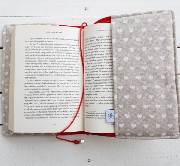 pomysł na prezent dla czytelników książek okładka hand made