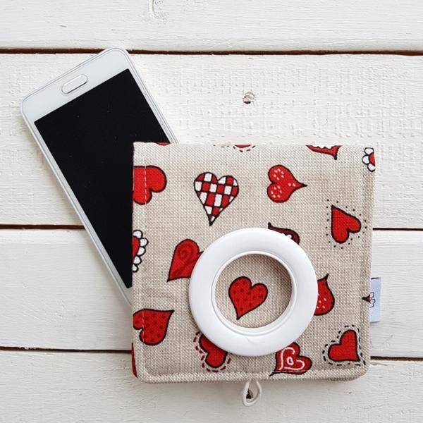 Kieszonka na telefon hand made z kółkiem na ładowarkę