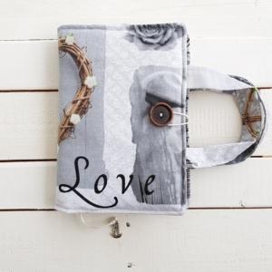 Etui na książkę w romantyczny wzór