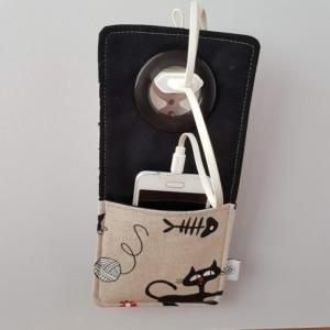 kieszonka na telefon z materiału w koty, pomysł na prezent dla kochających koty