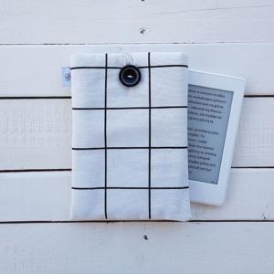 Szpanerska okładka na czytnik e-booków e-bookszpan w czarno - białą kratkę