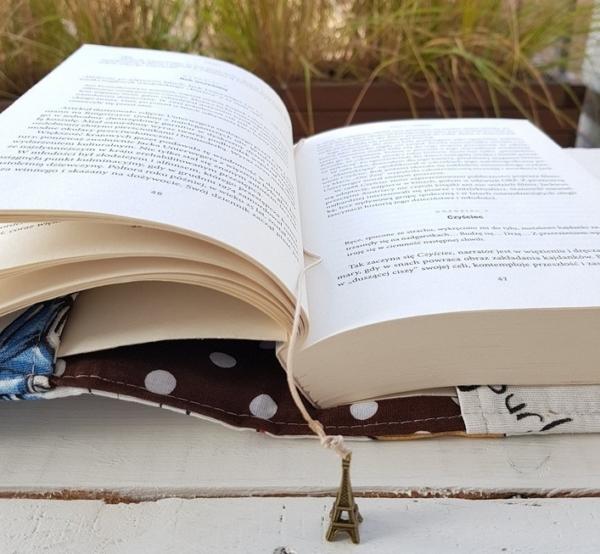 okładka na książkę z materiału dla dziewczynki