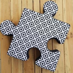 Poduchopuzzel czarno - białe kwadraty
