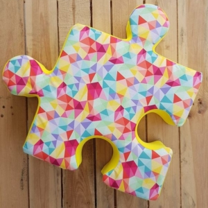 welurowy poduchopuzzel kolorowe trójkąty