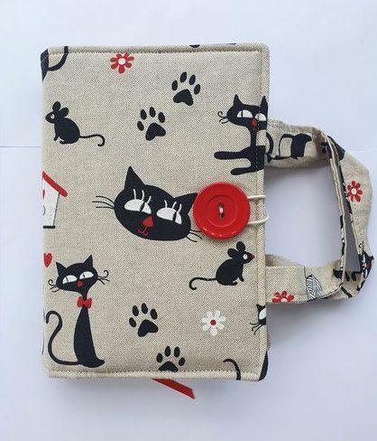 Otulacz na książkę z materiału handmade w kotki