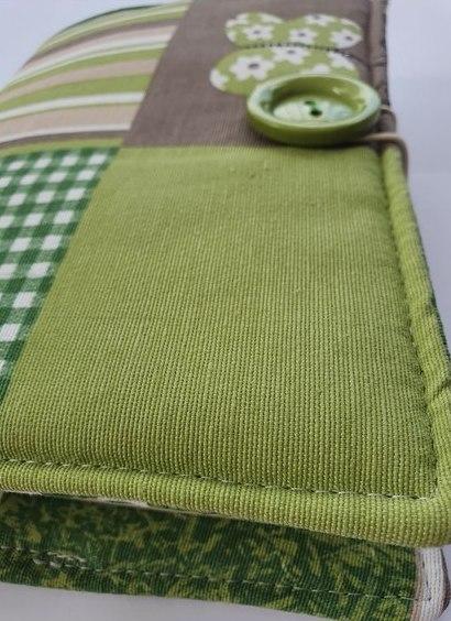 Okładka, otulacz na ksiązkę w kolorzez zielonym