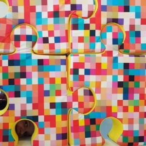 Poduchopuzzle welurowe w kolorowe piksele Nice Time