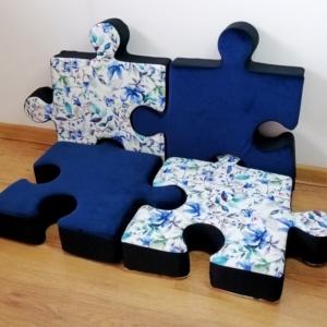 Poduchopuzzle Nice Time z weluru ułożone w fotel