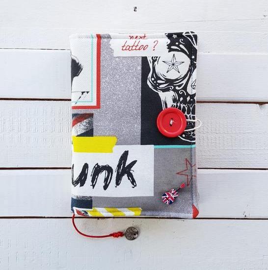 Mlodzieżowe etui na ksiązkę Punk Rock