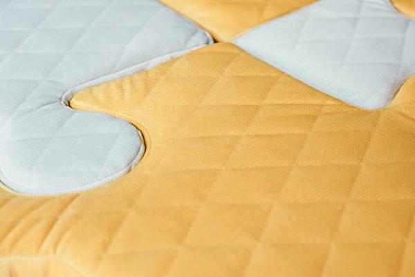 Poduchopuzzle z velvetu w kolorze zółtym i szarym Nice Time sklep