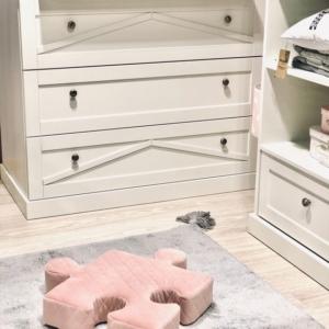 Poduchopuzzle obszyte velvetem w kolorze rożu Nice Time